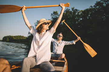 Fototapeta Cheerful couple enjoy summer on the lake obraz