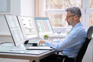 Fototapeta Electronic Medical Bill Manager In Office obraz
