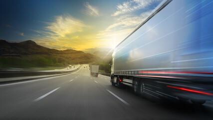 Fototapeta Truck Lastwagen einer Spedition fährt auf der Autobahn bei Sonnenuntergang. obraz