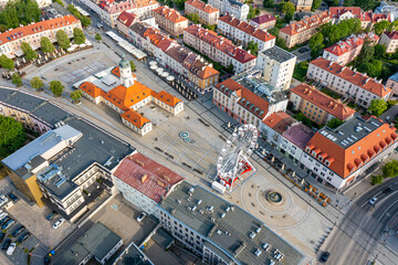 Białystok, widok z lotu ptaka na Ratusz, Rynek Kościuszki i koło widokowe - fototapety na wymiar
