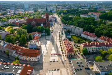 Obraz Białystok, widok z lotu ptaka na Rynek Kościuszki i kościół farny - fototapety do salonu
