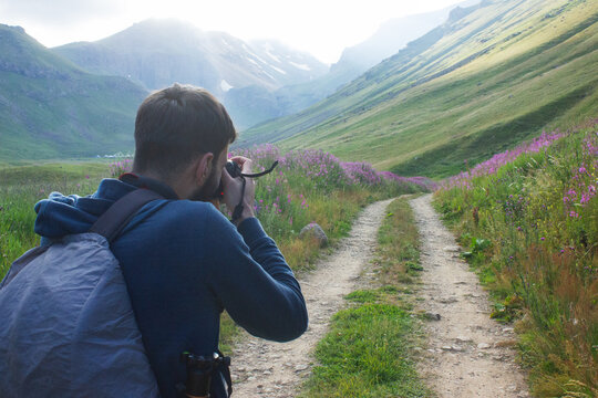 the photographer takes pictures of the road in the mountains