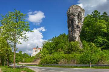 Fototapeta Szlak Orlich Gniazd - maczuga Herkulesa i zamek Pieskowa Skała na terenie Ojcowskiego Parku Narodowego w Polsce obraz