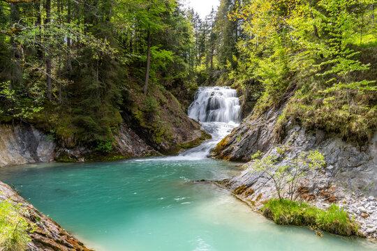 Wasserfall Obernachkanal bei Wallgau in Oberbayern