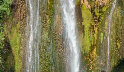 Cascade de chute d'eau. Wall mural