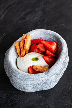 strawberries with cream and cookies