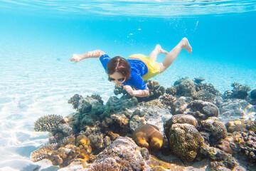 Fototapeta Child snorkeling. Kids underwater. Beach and sea. obraz