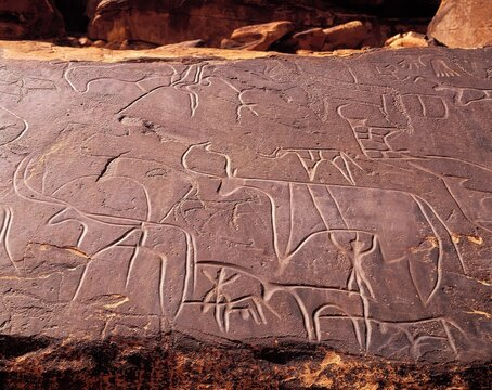 algeria, near taghit, boulder with, engravings, c. 8 - 10, 000 bc, africa, north africa, rock, engraving, sight, culture, characters, archaeology, antiquity,