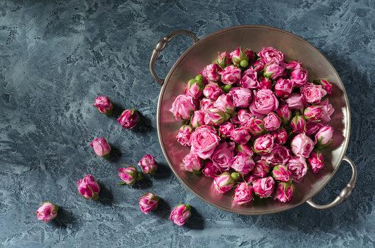 Vintage plate with rosebuds