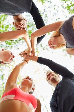 Freunde im Teambuilding Kurs beim High Five