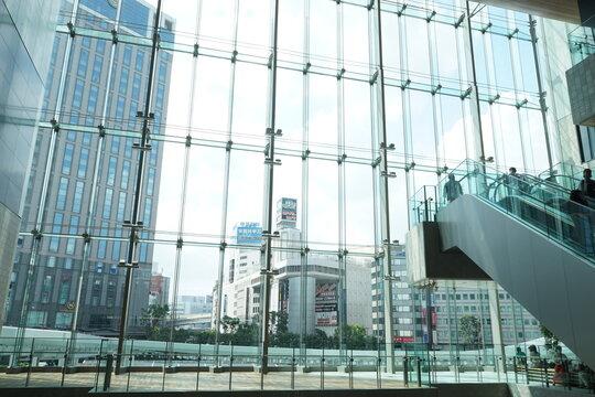 横浜西口 ショッピングモール