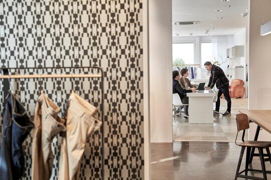 Showroom einer Modeagentur