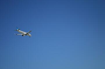 Fototapeta Samolot widziany z ziemi obraz