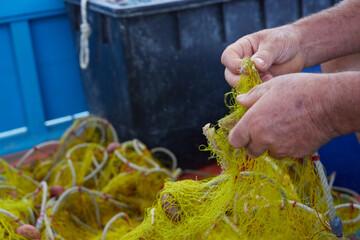 Obraz rybak i sieci - fototapety do salonu