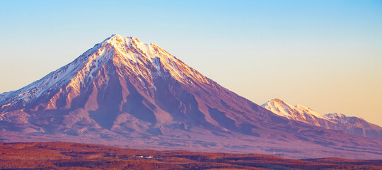 Panoramic view of the city Petropavlovsk-Kamchatsky and volcanoes Fototapete