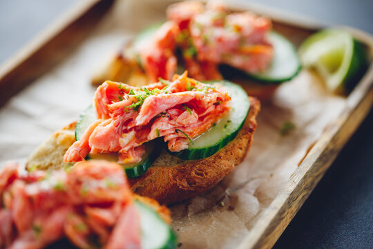 Toasts with smoked salmon and fresh cucumber served with lime shavings.