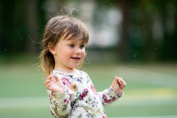 Fototapeta Dziewczynka na boisku obraz