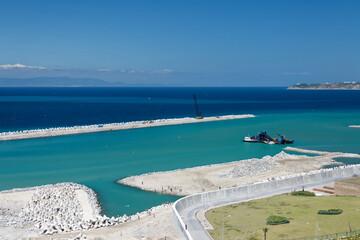Port w Tangerze, na środziemnomorskim wybrzeżu Maroka
