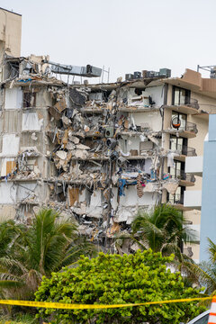 Collapse of champlain towers Miami Surfside June 24 2021