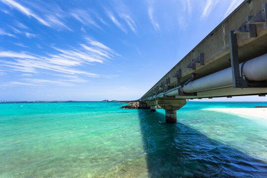 沖縄県宮古島、青空と伊良部大橋・日本