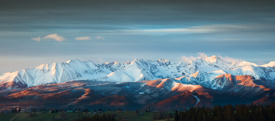 Fototapeta Wiosenna Panorama Tatr Bielskich  obraz