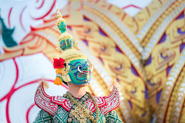 Fototapeta Giant carrying a sword. Ramayana story. The battle of Rama. Thailand Dancing in masked perform a Thai traditional masked ballet (Khon) obraz