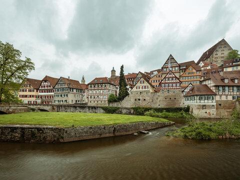 Blick auf die Altstadt von Schwäbisch Hall über den Kocher, Baden-Württemberg