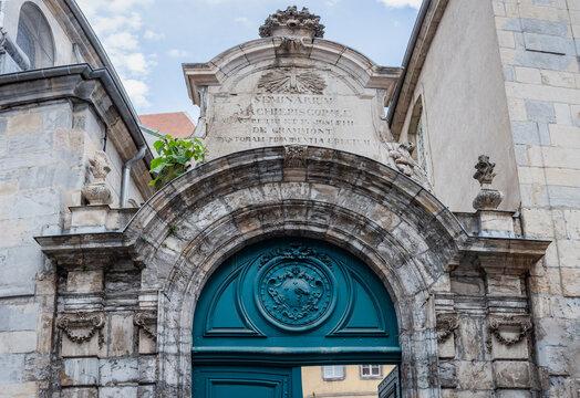Grand séminaire de Besançon, porche en pierre