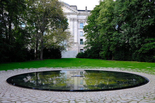 memorial to the murdered Sinti and Roma of Europe, Berlin