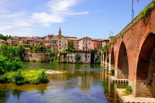 albi unesco city and mediaeval access bridge above the tarn river