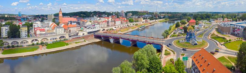 Szeroka panorama miasta Gorzów Wielkopolski, widok od strony Zawarcia na most staromiejski,...