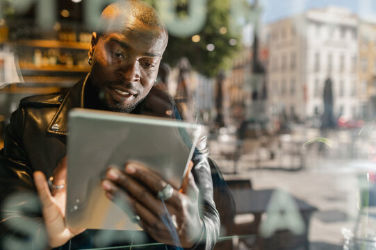 Through glass crop happy black using tablet