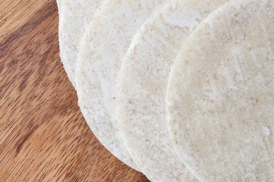 小麦粉でできた円い餃子の皮