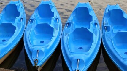 Obraz niebieskie kajaki kayak - fototapety do salonu