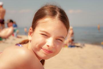 Fototapeta Dziewczynka na plaży  obraz