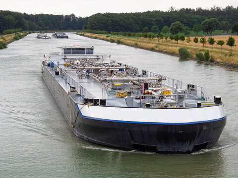 Binnenschiff - Tanker - Güterverkehr - Flüssiggüter