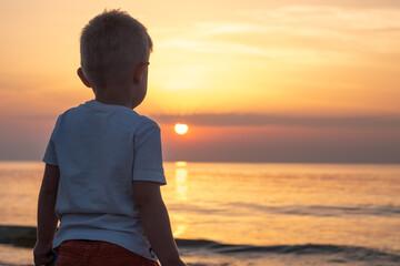 Fototapeta dziecko na plaży obraz