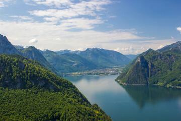 Fototapeta Traunsee lake with Alps seen from hill Kleiner Schonberg. Austria landscape. Austria obraz