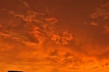 Obraz piękny zachód słońca nad miastem - fototapety do salonu