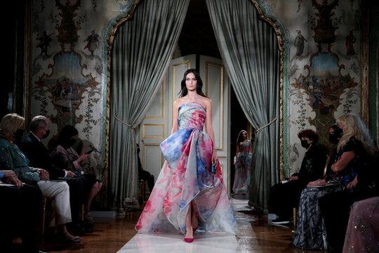 Giorgio Armani Prive Haute Couture Fall/Winter 2021-2022 collection