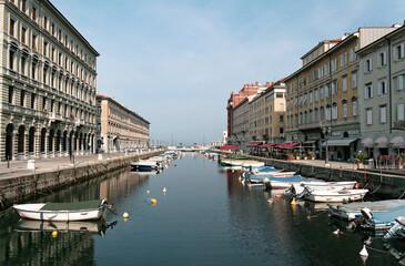 Obraz Miasto Trieste we wschodnich Włoszech, centrum historyczne 2007 r. - fototapety do salonu