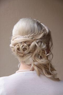 Die Haare der Braut vor der Hochzeit