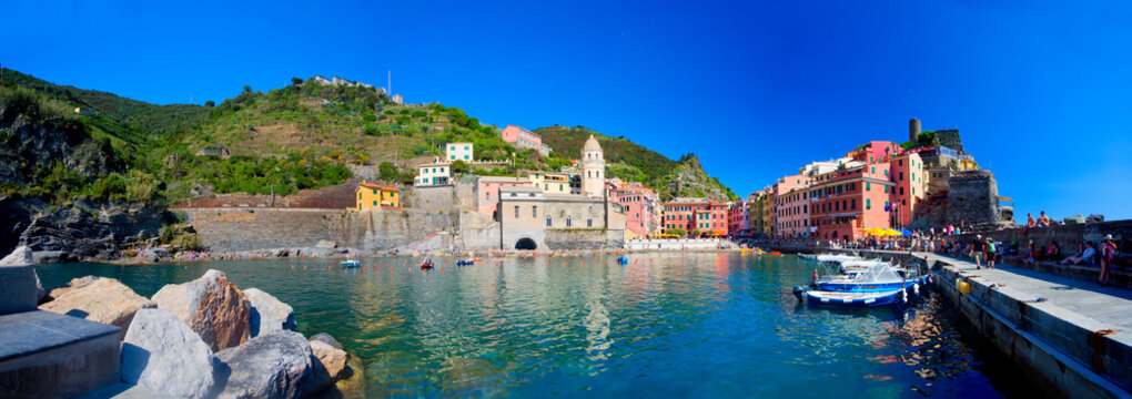 Wunderschönes Dorf Vernazza in Cinque Terre, Italien