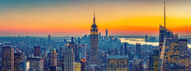 Obraz Aerial view of New York City Manhattan at sunset - fototapety do salonu