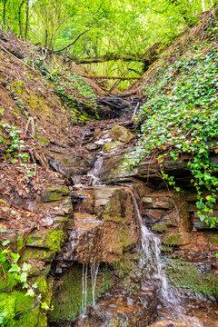 Kleiner Sturzbach oberhalb des Erdener Treppchens, der unterhalb in die Mosel mündet