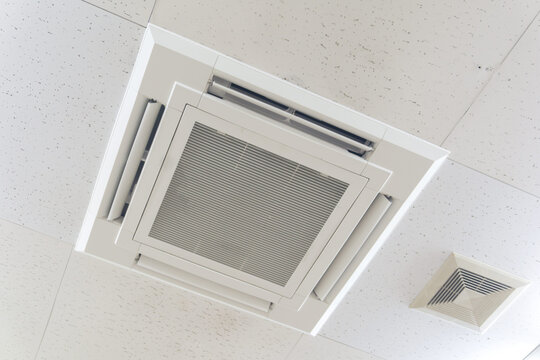 天井 エアコンと換気扇