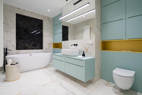 Spacious and modern bathroom with bathtub