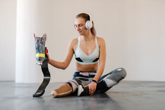 disabled sportswoman with prosthetic leg