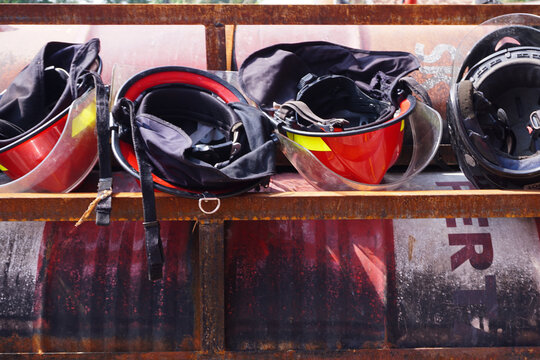 fire helmets in wet and dry conditions to be ready for use
