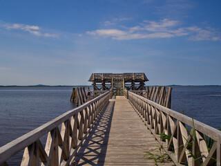 Fototapeta drewniany pomost na jeziorze obraz